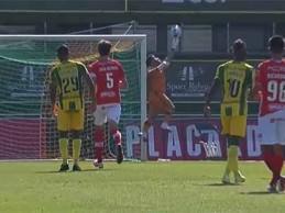 Marco Rocha faz defesa vistosa a remate do meio-campo – CD Tondela 3-0 CD Santa Clara