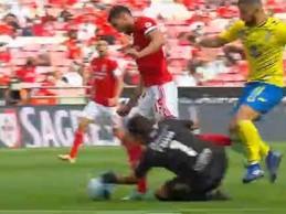 Victor Braga é expulso em lance surreal – SL Benfica 2-0 FC Arouca