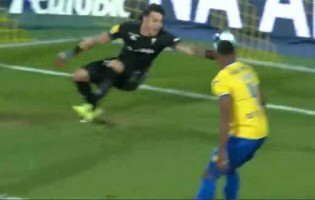 Dani Figueira faz defesa espetacular antes de precipitações com penalti cometido – Estoril 0-1 Sporting CP