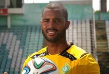 Ricardo Batista assina pelo Vitória FC