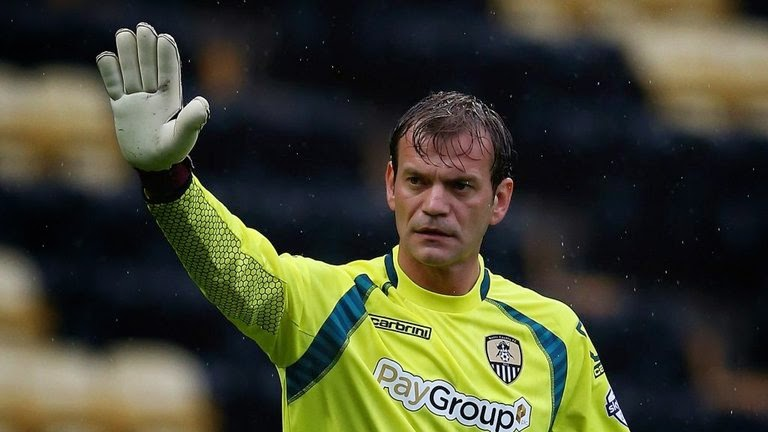 Roy Carroll assina pelo Notts County