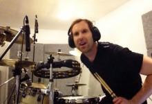 Cech faz sucesso com cover de Foo Fighters na bateria