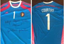 Courtois doa camisola autografada a Maarten Munaron, guarda-redes com cancro