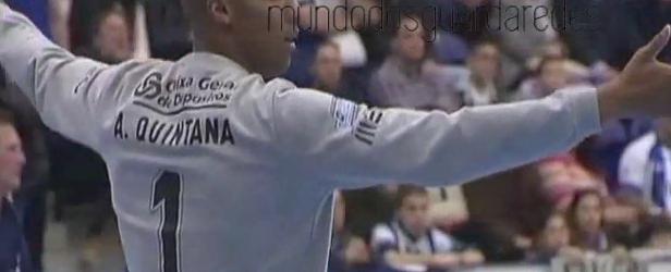 Alfredo Quintana destaca-se com 15 defesas no Porto 29-23 Vojvodina