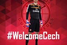 Petr Cech assina pelo Arsenal