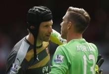 Adrián apoia Petr Cech após erros no Arsenal 0-2 West Ham