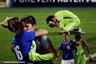 Tamar Nadirashvili confortada por Italiana depois de goleada sofrida pela Geórgia