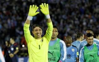 Fernando Muslera torna-se o guarda-redes mais internacional de sempre pelo Uruguai