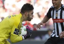 Ederson Moraes é guarda-redes revelação da Primeira Liga para a UEFA