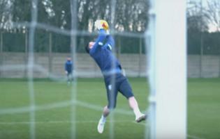 Andy Rhodes e treino de guarda-redes do Sheffield Wednesday FC destacado na Sky Sports