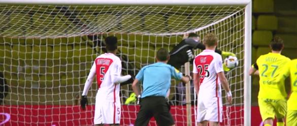 Danijel Subasic agarrou e caiu com a bola colada à luva – AS Monaco 4-0 Nantes