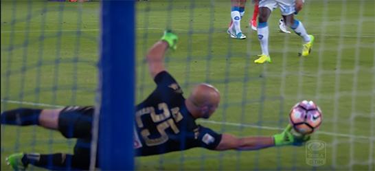 Pepe Reina espetacular em defesa de velocidade de reação – Napoli 4-1 Fiorentina