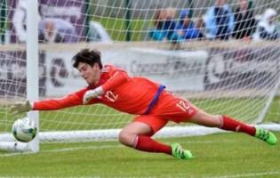 Conner Byrne estreou-se como titular na baliza do Glenavon FC aos catorze anos