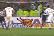 Mike Maignan defende penalti e pára ímpeto adversário – Lyon 1-2 Lille LOSC