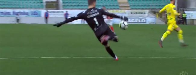Amir Abedzadeh interceta passe de rutura de baliza-a-baliza de Cláudio Ramos – CD Tondela 1-2 CS Marítimo