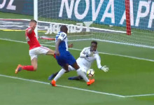Bruno Varela superioriza-se no um-para-um – SL Benfica 1-0 FC Porto
