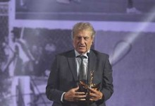 Rui Teixeira recebe Dragão de Ouro como Recordação do Ano