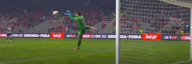 Helton Leite faz dupla-defesa em dificuldade – SC Braga 1-0 Boavista
