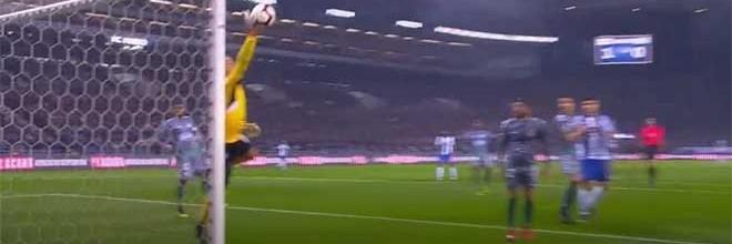 Cristiano Figueiredo faz voo vistoso além de outras intervenções – FC Porto 2-0 Vitória FC