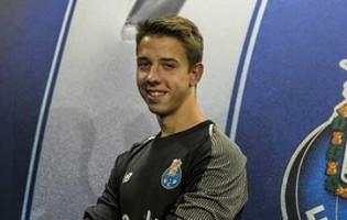 Francisco Meixedo assina contrato profissional aos dezassete anos pelo FC Porto