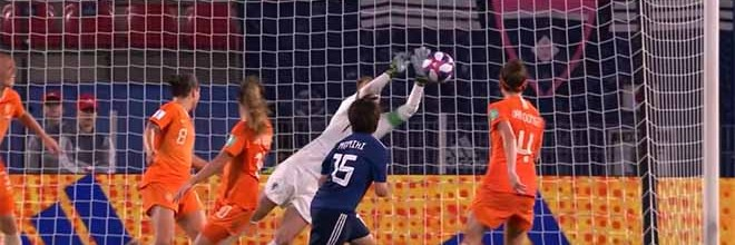 Sari van Veenendaal vale quartos-de-final ao negar golo de belo efeito – Holanda 2-1 Japão