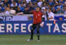 Henry Hernández: guarda-redes de El Salvador é notícia por lançamentos inusitados na Gold Cup
