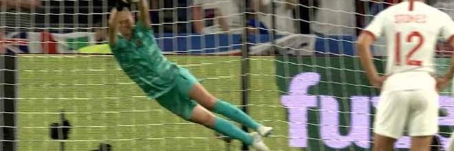 Ingrid Hjelmseth defende penalti após sofrer – Noruega 0-3 Inglaterra
