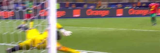 Jonas Mendes faz defesas de nível antes de sofrer – Guiné Bissau 0-2 Camarões (CAN)