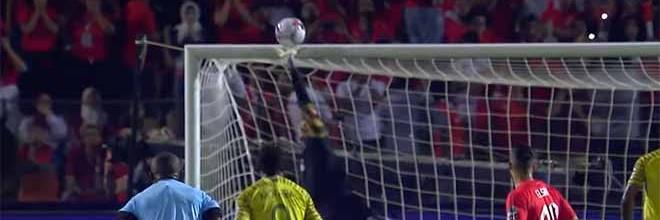 Mohamed El-Shenawy voa para defesa espetacular – África do Sul 1-0 Egipto (CAN)