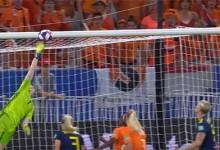 Sari van Veenendaal e Hedvig Lindahl destacam-se em várias defesas – Holanda 1-0 Suécia