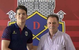 Tomás Igreja assina contrato profissional com o GD Chaves aos dezassete anos