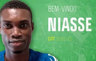 Babacar Niasse assina pelo CD Tondela