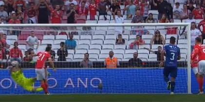 Dênis defende grande penalidade – SL Benfica 2-0 Gil Vicente FC