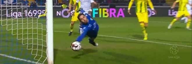 Cláudio Ramos parecia batido mas recuperou para defesa espetacular – FC Famalicão 2-3 CD Tondela
