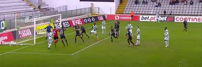 Mateus Pasinato sobe à área contrária e faz assistência de cabeça – Moreirense FC 1-1 Vitória FC
