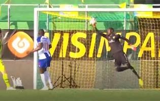 Babacar Niasse faz defesa vertiginosa antes de precipitação – CD Tondela 1-3 FC Porto