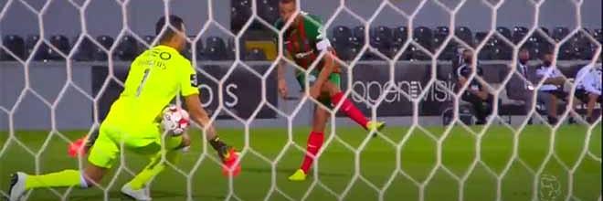 Douglas Jesus oferece o corpo para trancar a baliza – Vitória SC 1-0 CS Marítimo