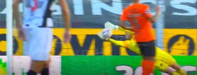 Pawel Kieszek fecha a baliza ao respaldar remate – Boavista FC 0-2 Rio Ave FC