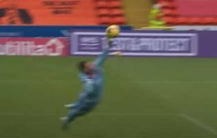 Benjamin Siegrist aparece em várias defesas – Dundee United FC 0-1 Celtic FC
