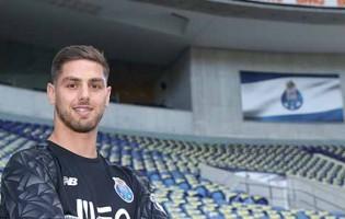 Cláudio Ramos assina pelo FC Porto