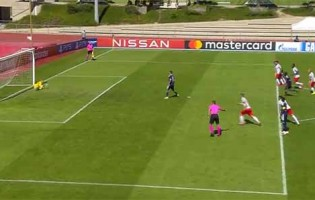 Daniel Antosch defendeu grande penalidade três vezes por infrações – RB Salzburg 4-3 Lyon (Youth League)