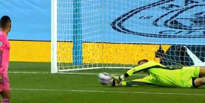 Thibaut Courtois: Real Madrid CF destaca guarda-redes por prémio Zamora e títulos conquistados