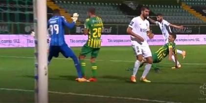 Babacar Niasse intervém por diversas vezes – CD Tondela 1-1 Rio Ave FC