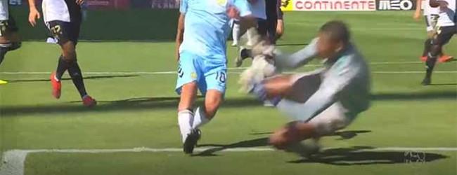 Hugo Marques abafa incursão no um-para-um – SC Farense 0-1 CD Nacional