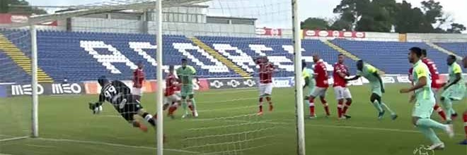 Marco Rocha impõe-se em três defesas de nível – CD Santa Clara 2-0 CS Marítimo