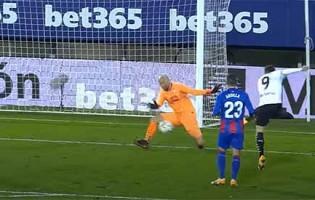 Marko Dmitrovic impede golos com defesas destacáveis – SD Eibar 0-0 Valencia CF
