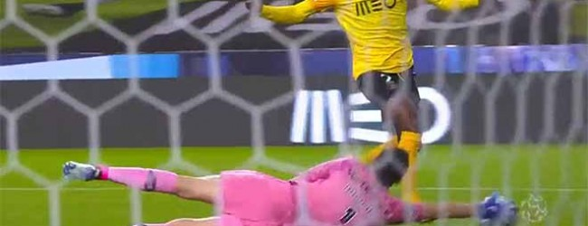 Agustín Marchesín fecha a baliza em dois lances – FC Porto 2-0 Rio Ave FC