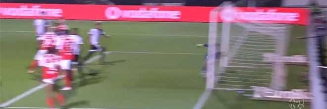 Matheus Magalhães defende in extremis e faz outras defesas após precipitação – SC Farense 1-2 SC Braga